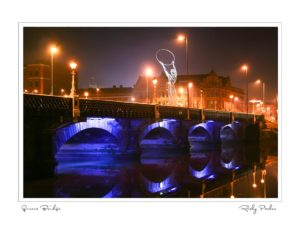 Queens Bridge at Night by Ricky Parker Photography